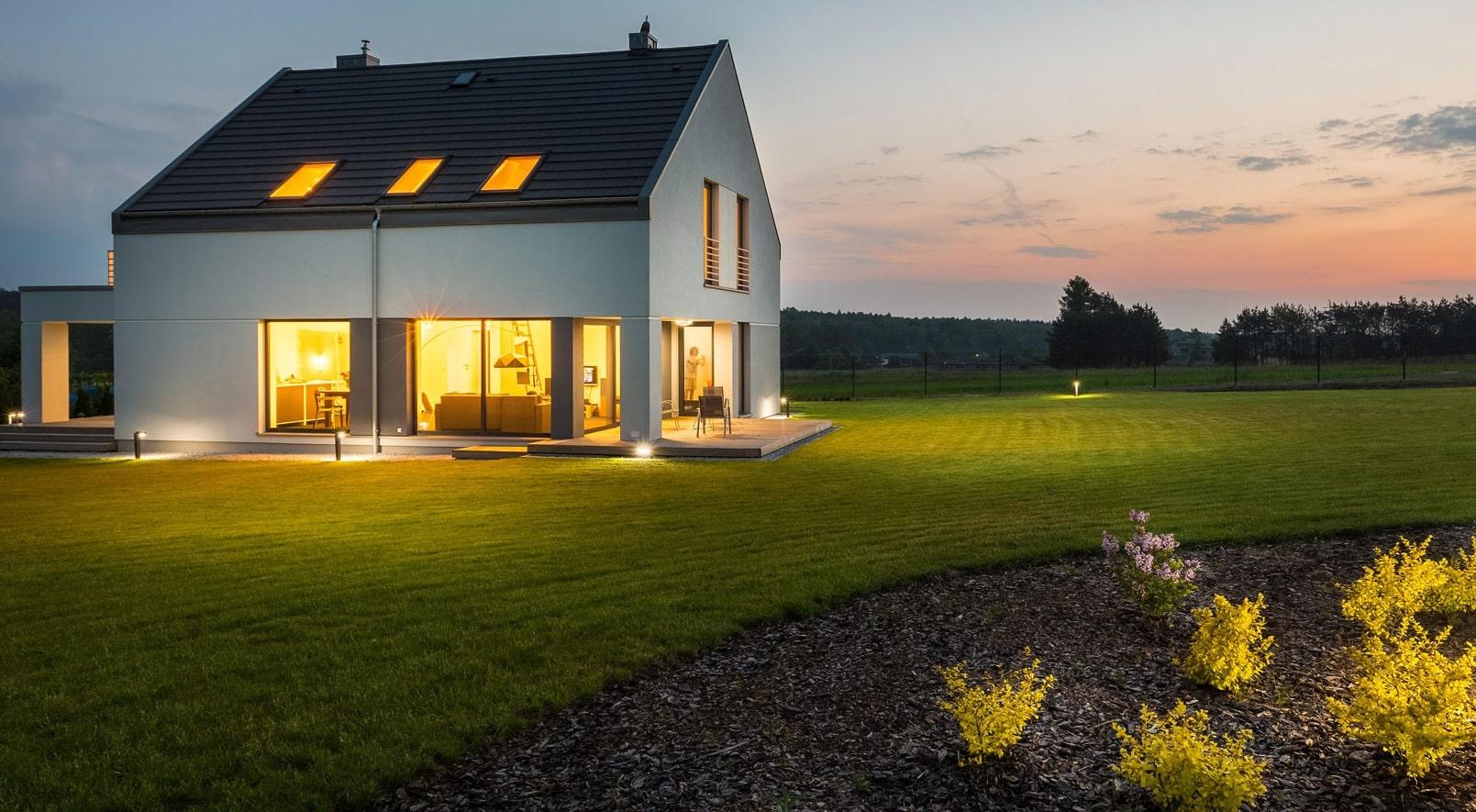Une maison la nuit