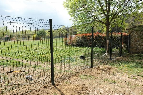 Une clôture de jardin en fer permet de délimiter et protéger votre ...